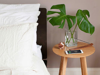 FurniQi Bamboo Wireless Charging Side Table
