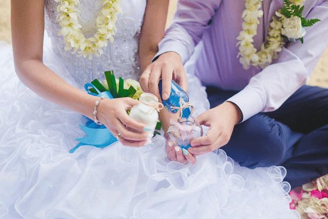 menunda pernikahan; mengundur pernikahan; membatalkan pernikahan;
