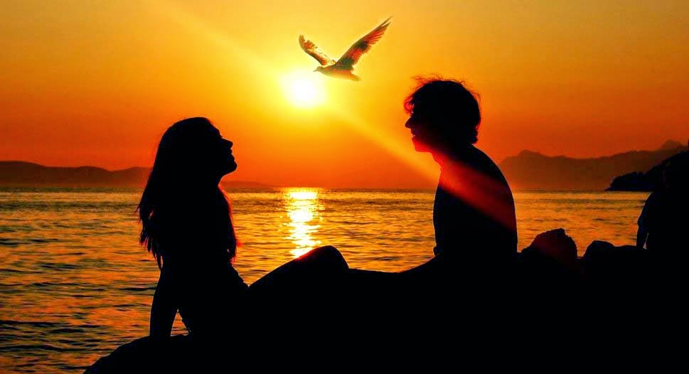 lovers-enjoying-sunsets