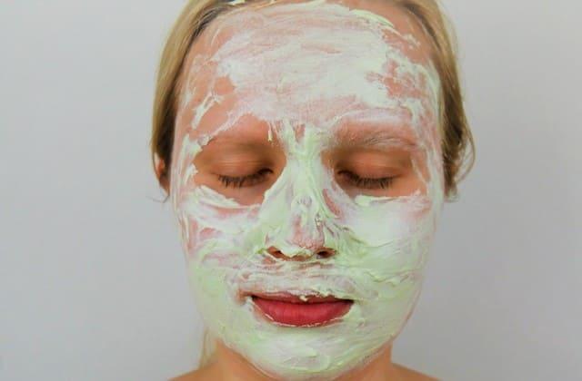 Gunakan masker buatan sendiri