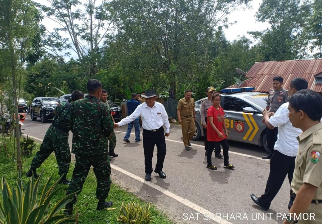 Didatangi Bupati dan Wabup Torut, Pohon Pisang di Jalan Poros Panga'-Ba'tan, Dicabut