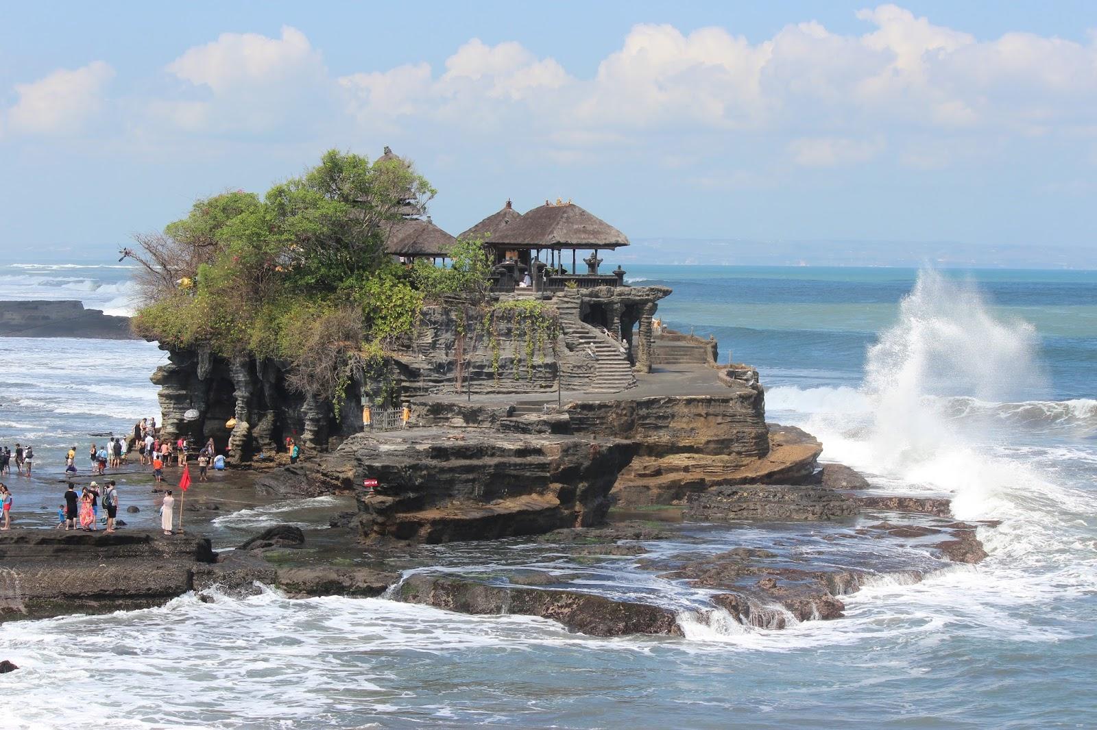 WISATA INDONESIA DAN DUNIA: >> Tanah Lot Salah Satu Tujuan Wisata