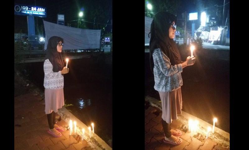 Aksi Lilin Sendirian Nurul untuk Ahok di Padang