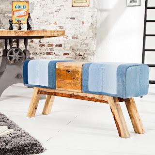 Luxusní lavice v modrém provedení s dřevem.