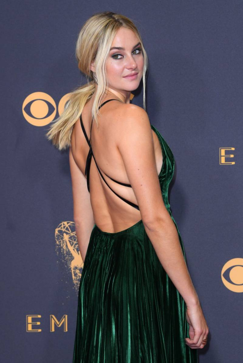 English Actress Shailene Woodley Hot In Green Gown