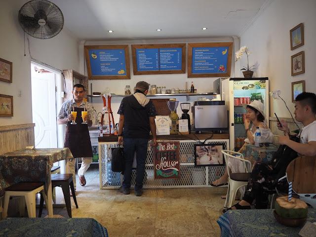 Cafe di Pasar Seni Ubud