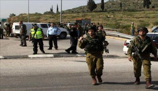 فيديو صادم. يظهرقنص شاب فلسطيني أعزل برصاص إسرائيلي على حاجز عسكري