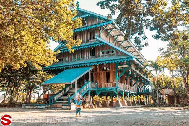 Rumah buton malige ialah rumah Adat yang berasal dari provinsi Sulawesi Tenggara  Rumah Buton Malige Rumah Adat Sulawesi Tenggara