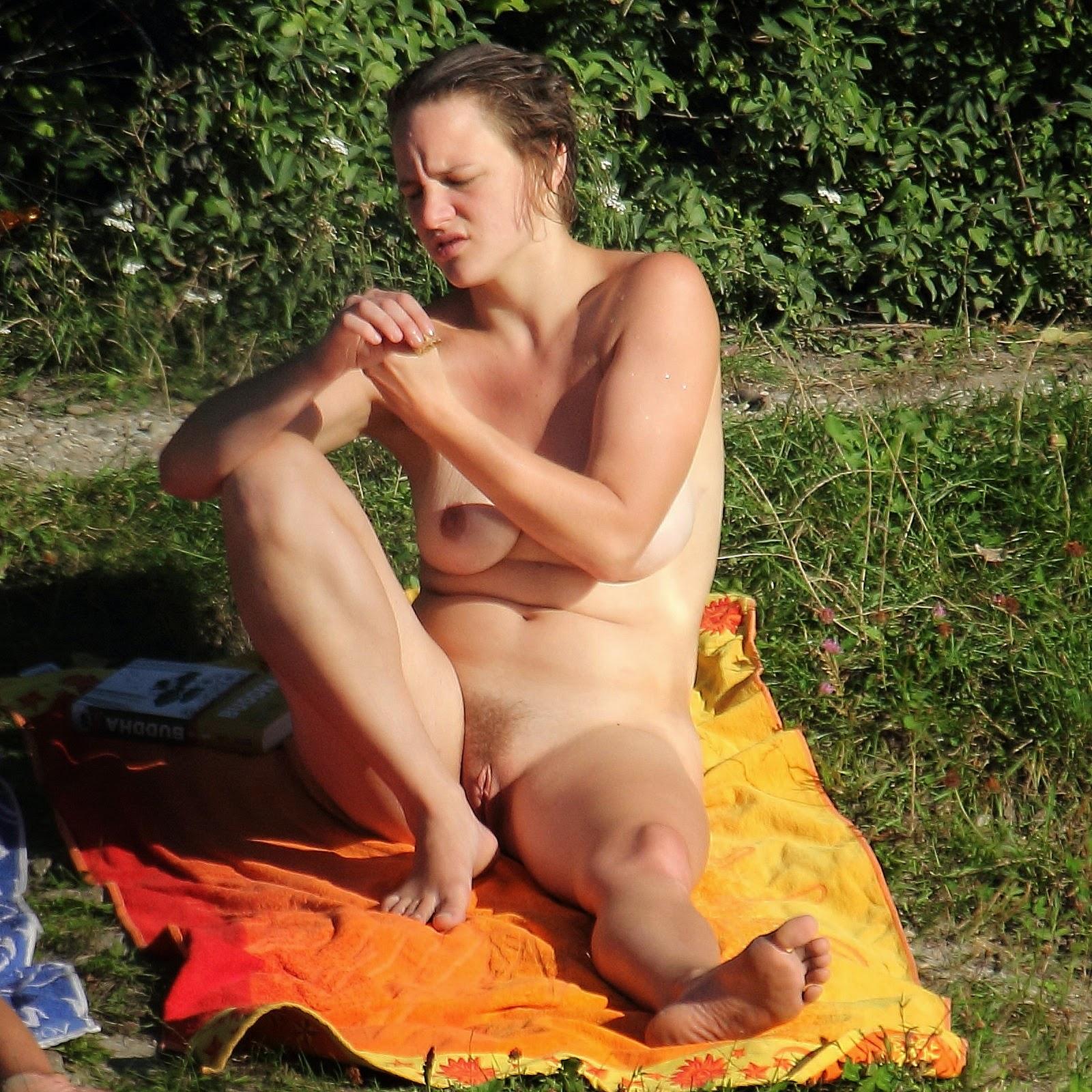 Nudism - Photo - HQ : Nude lakes beach - FKK - spaced legs
