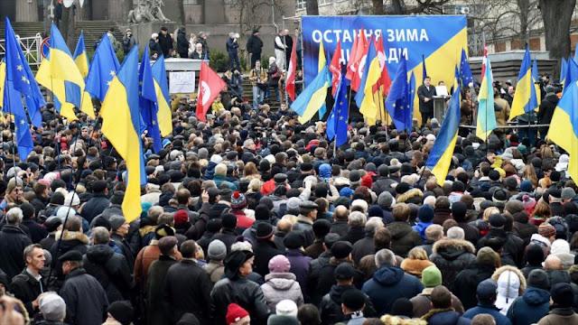 Miles de ucranianos denuncian corrupción de sus gobernantes