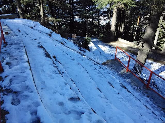 snow near jakhu temple