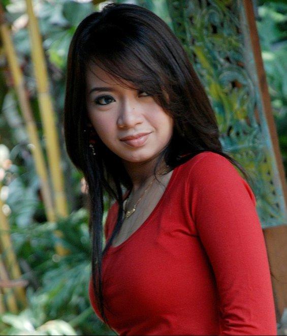 http://www.oketime.com/2016/05/profil-rena-kdi-penyanyi-dangdut-cantik.html