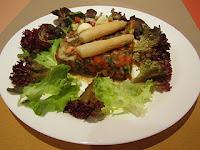 Crudités de verduras con lentejas y ensalada Mesclum