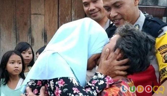30 Tahun Secara Terpisah, Kisah Haru Pertemuan Ibu dan Anak Ini Membuat Air Mata Renyah