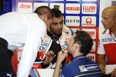 Redding vs Petrucci Saling Sikut Demi GP17