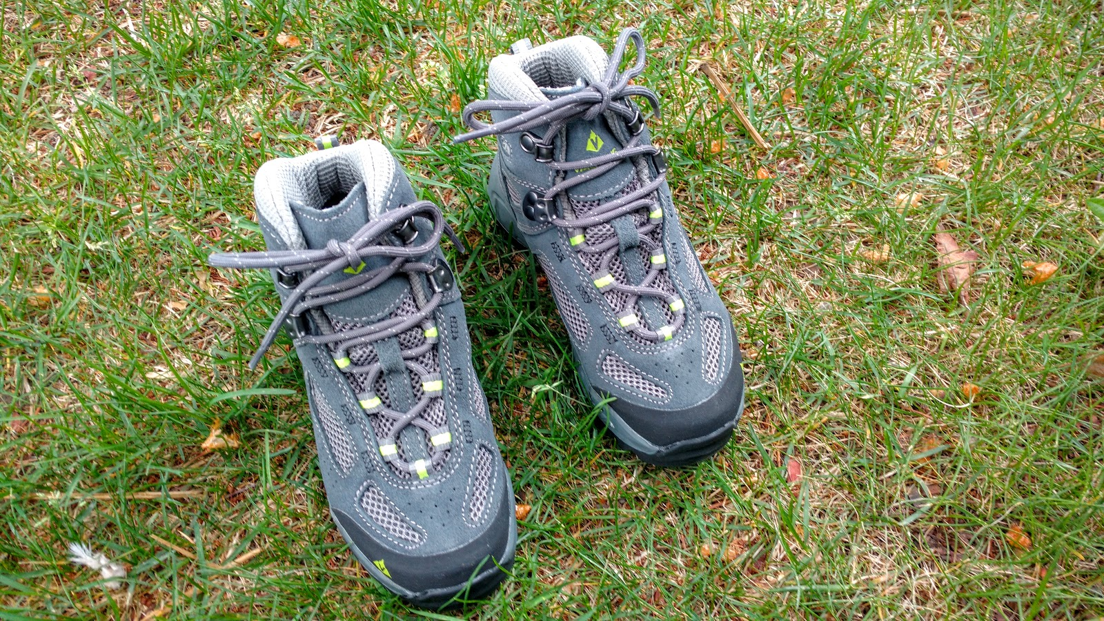 fbcca2a2381 Vasque Breeze 2.0 Kids' Ultradry Hiking Boots Review - Play Outside ...