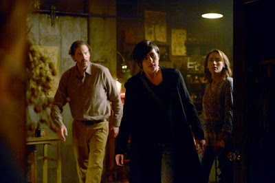 Jacqueline Toboni and Silas Weir Mitchell in Grimm Season 6 (9)