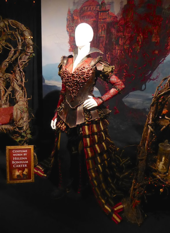 Red Queen Alice Through the Looking Glass film costume
