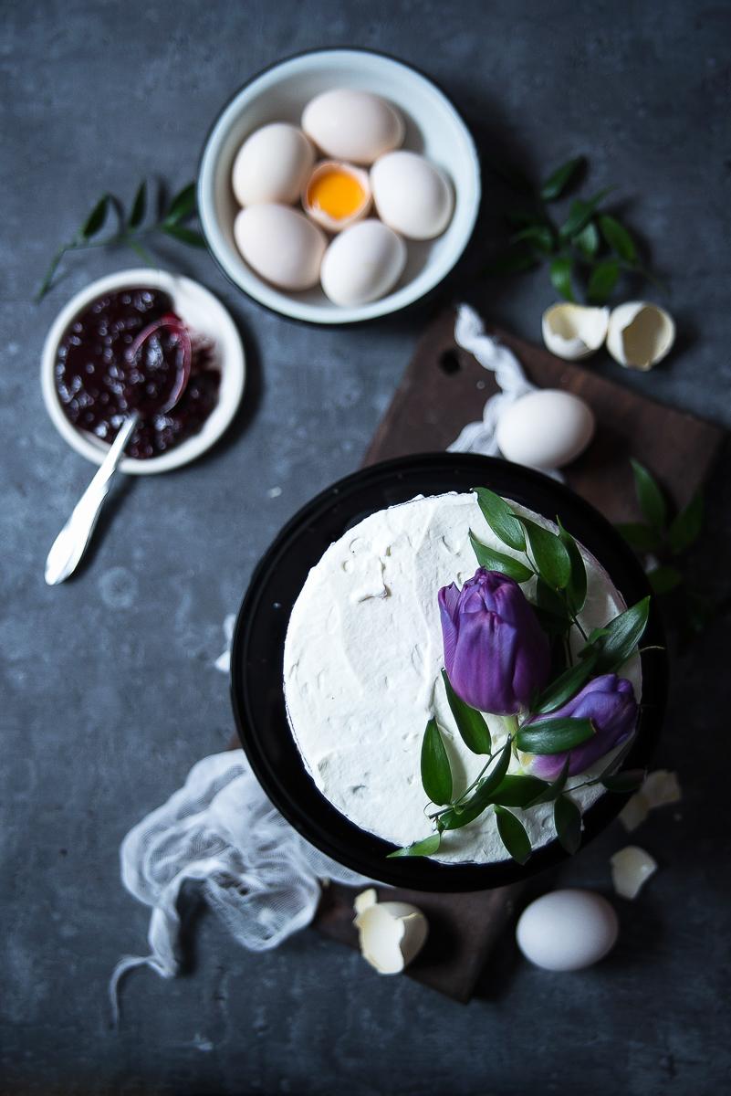 Wielkanocny torcik czekoladowo-jeżynowy