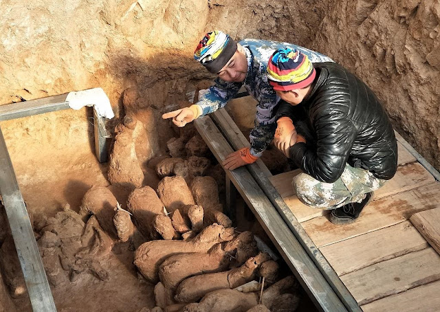 2,000-year-old tomb sculptures discovered in east China