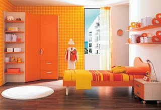 Cuarto juvenil en naranja y amarillo