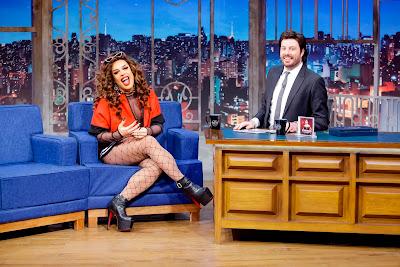Gloria durante entrevista com Danilo (Crédito: Gabriel Cardoso/SBT)