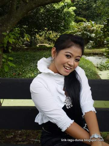 Lilin Herlina Penyanyi Dangdut