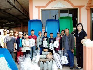 ส่งมอบจิ้งหรีดให้กับผู้ร่วงโครงการสัมมาชีพชุนชนแม่อ้ออำเภอพาน