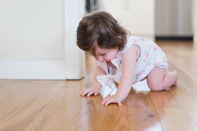 usia bayi bisa merangkak, usia bayi bisa duduk, bayi bisa merangkak, bayi, kapan bayi merangkak, kapan bayi bisa duduk, bayi