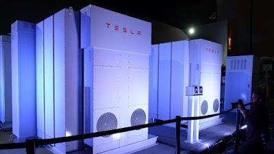 L'últim 'truc' d'Elon Musk: afegir les bateries Tesla per acabar amb el suport dels combustibles fòssils