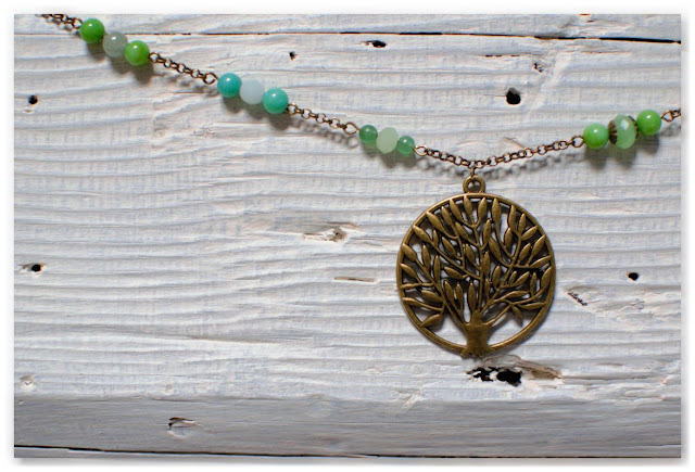 zoom pendentif arbre sautoir bronze et perles vertes