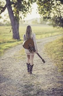 mencari chord gitar lagu sendiri