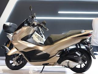 Warna Honda PCX 150 Glamour Gold