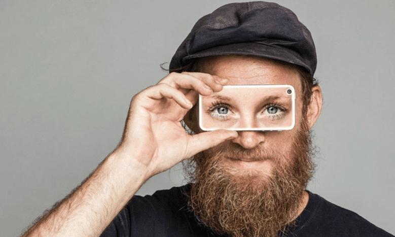 يتيح التطبيق الجديد للأشخاص المكفوفين رؤية عيون العرافين