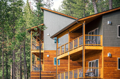 Rush Creek Lodge at Gateway to Yosemite National Park