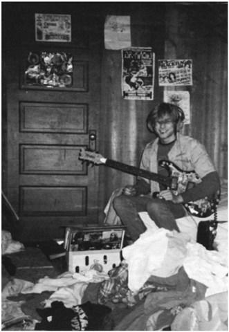 Young Kurt Cobain in Heavier than Heaven PDF Download