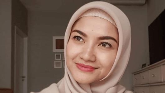 Tina Talisa Bandingkan Reaksi Ibunda Sandiaga dengan Ibu Jokowi