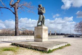 Paris : Le Messager, une oeuvre monumentale d'Ossip Zadkine - Quai d'Orsay - VIIème