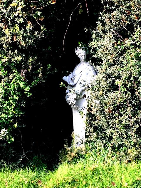 reggia-caserta-statues