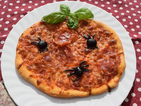 Idee für Halloween: scharfe Spinnenpizza