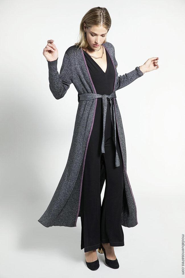 Moda otoño invierno 2018. Ropa de moda mujer sacos tejidos.