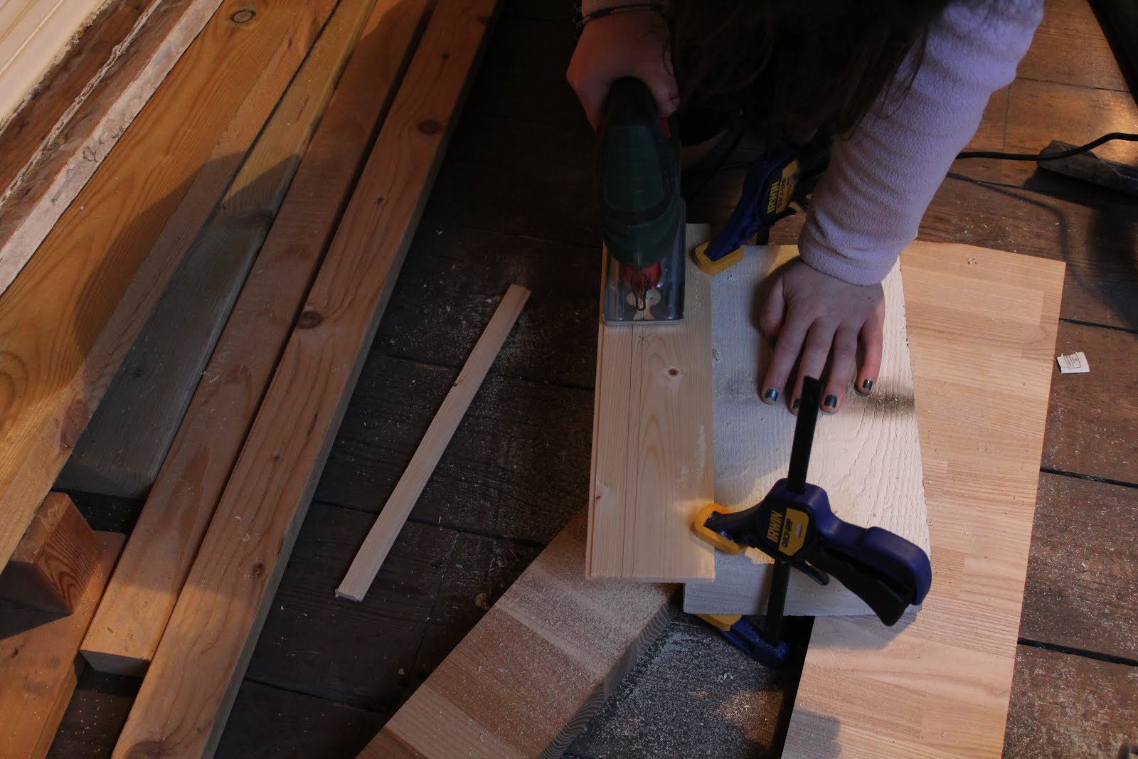 using a jigsaw to cut panelling