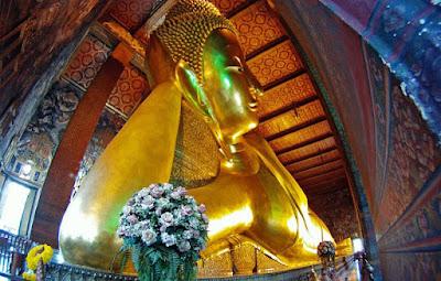 Ghe qua chua Wat Pho khi di du lich Thai Lan
