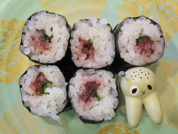 ข้าวห่อสาหร่ายไส้บ๊วยดอง (Umeboshi)