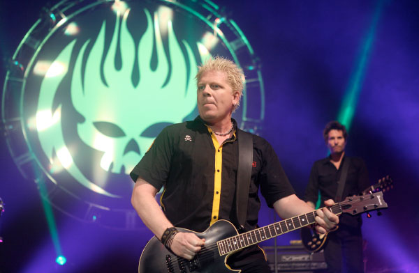 """The Offspring perform new song live """"It Won't Get Better"""""""
