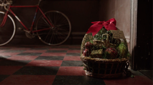 girls-season-5-finale-hannah-fruit-basket