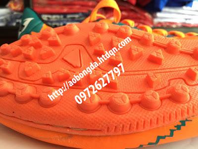 giày bóng đá cỏ nhân tạo 4