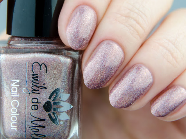 Emily de Molly Coming Around Again swatch