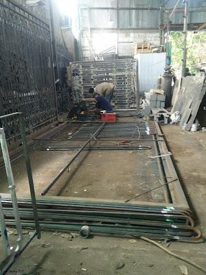 gerbang ,besi tempa adalah pagar mewah