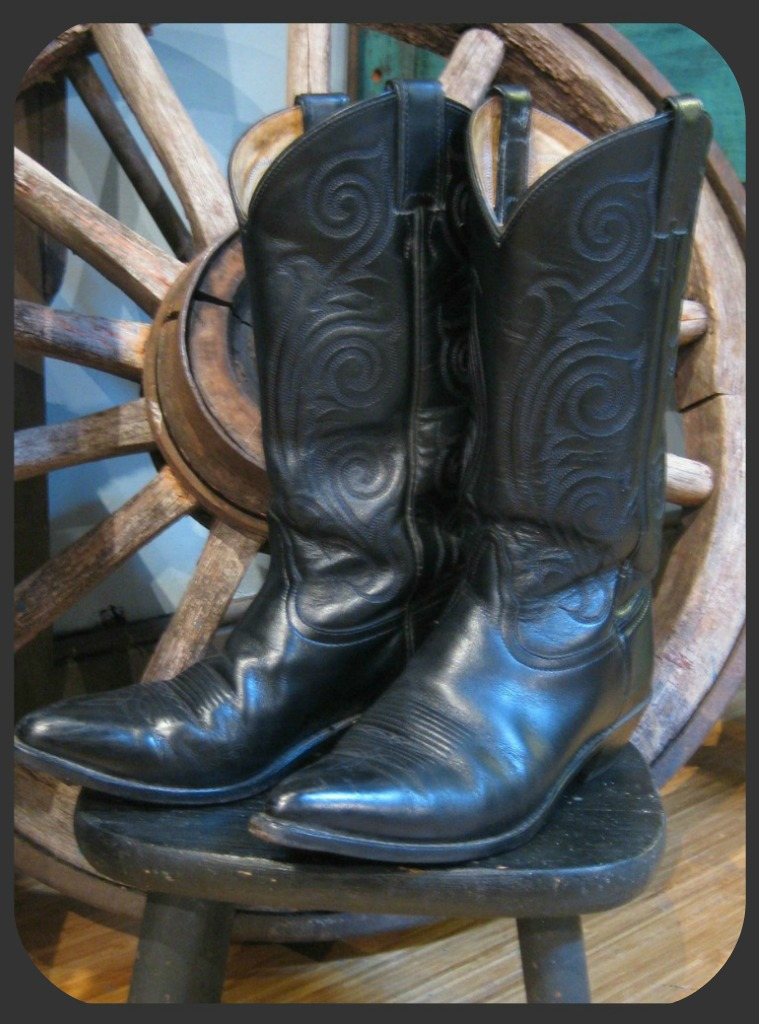 These Boots Were Made For Strutting: Horseshoe Boutique: These Boots Were Made For Walkin